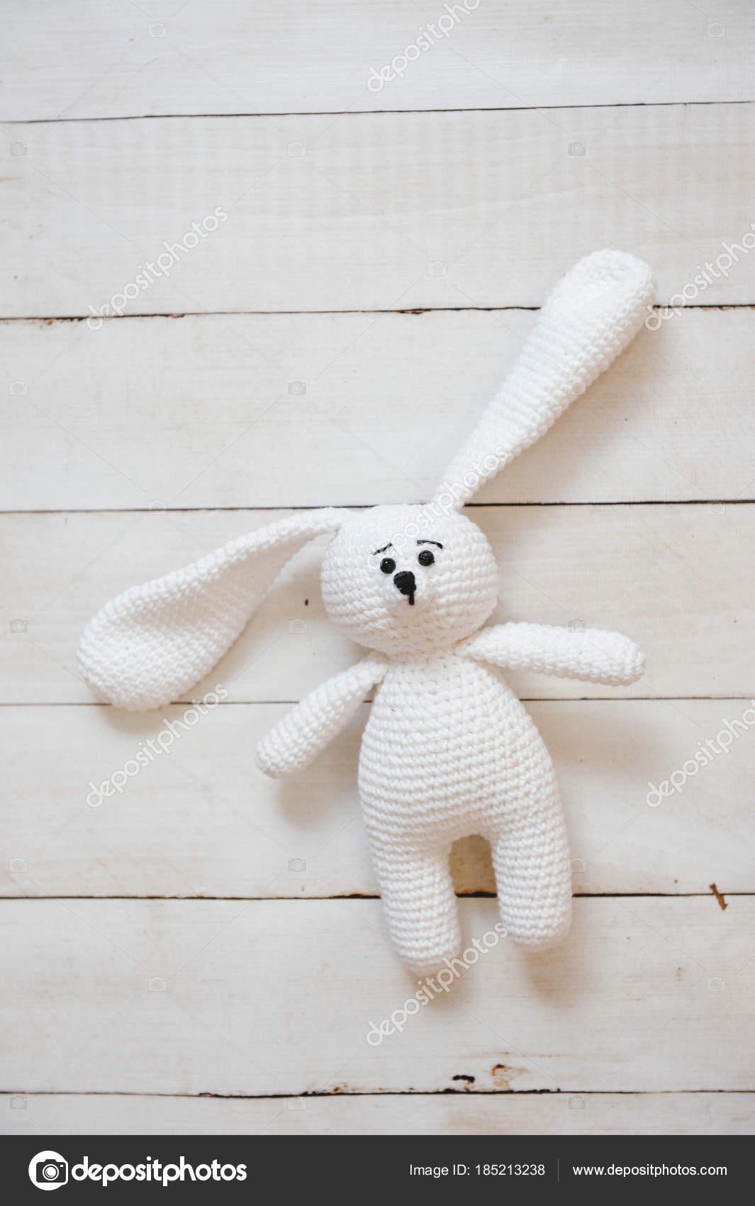 Amigurumi Spielzeug. Kaninchen — Redaktionelles Stockfoto © oracul ...