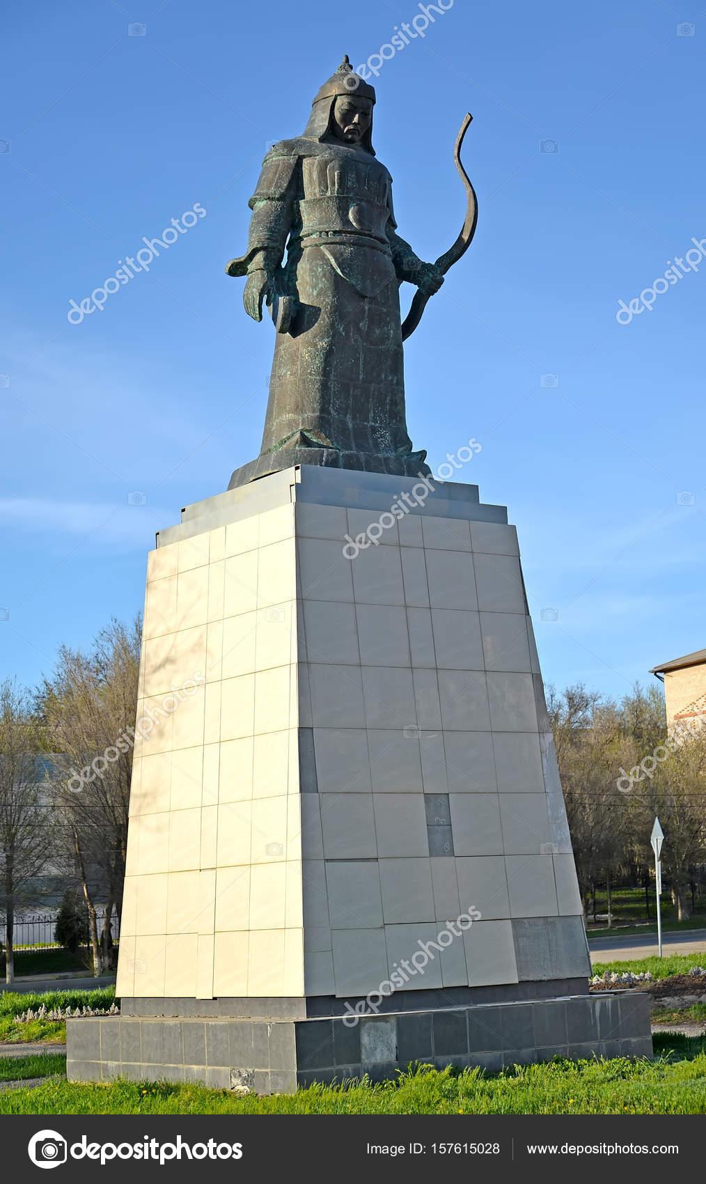 Памятники элисты и до памятник белый бим черное ухо в воронеже