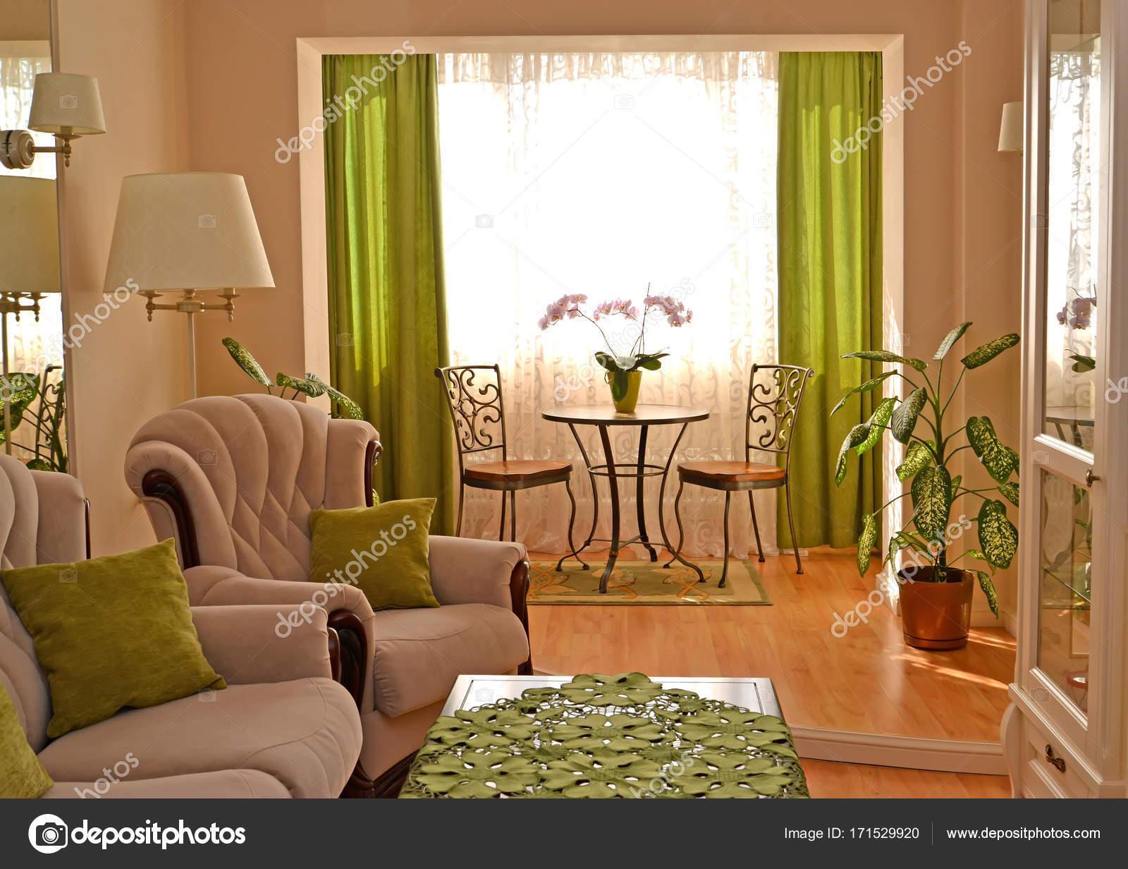Frammento di un interno di un moderno salotto classico — Foto Stock ...