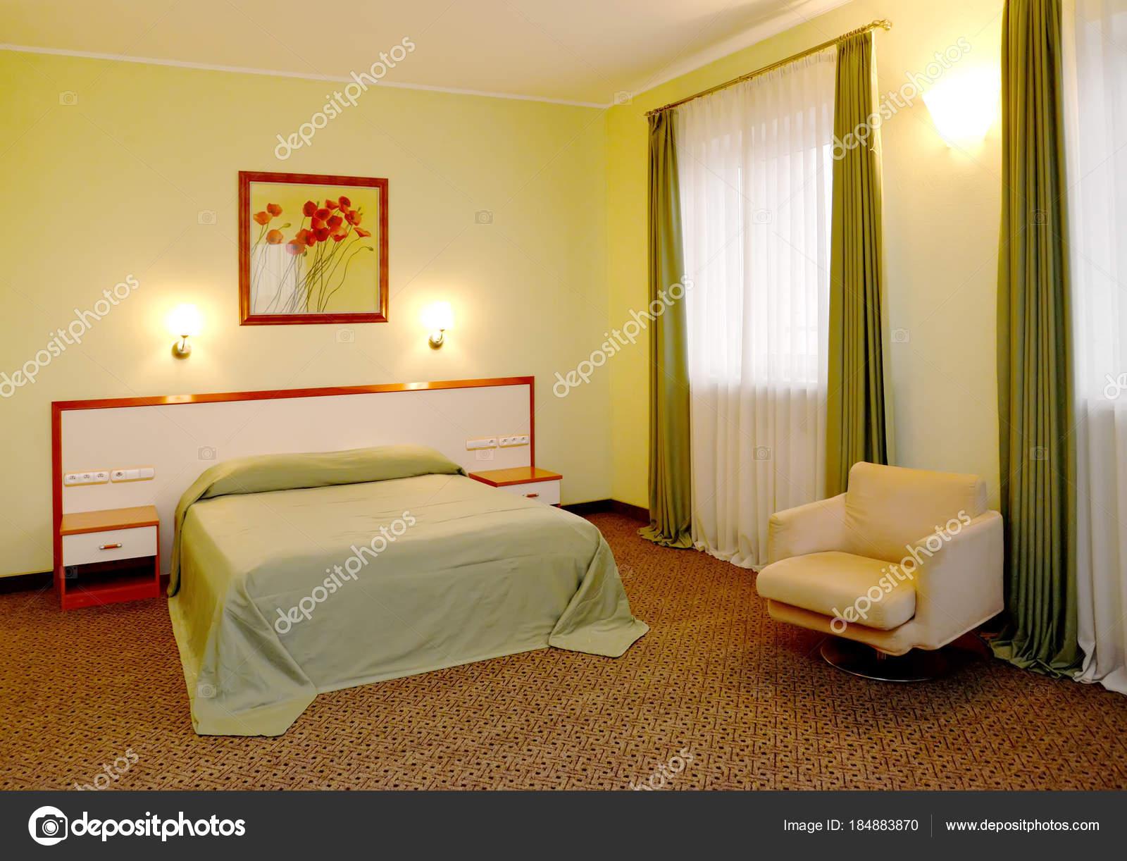 Sypialnia Wnętrza W Odcieniach Zieleni Zdjęcie Stockowe