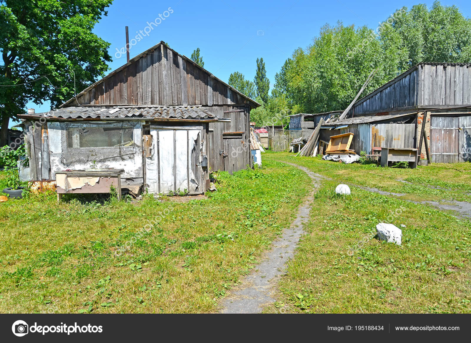 Old wooden sheds in the yard  Polessk, Kaliningrad region – Stock