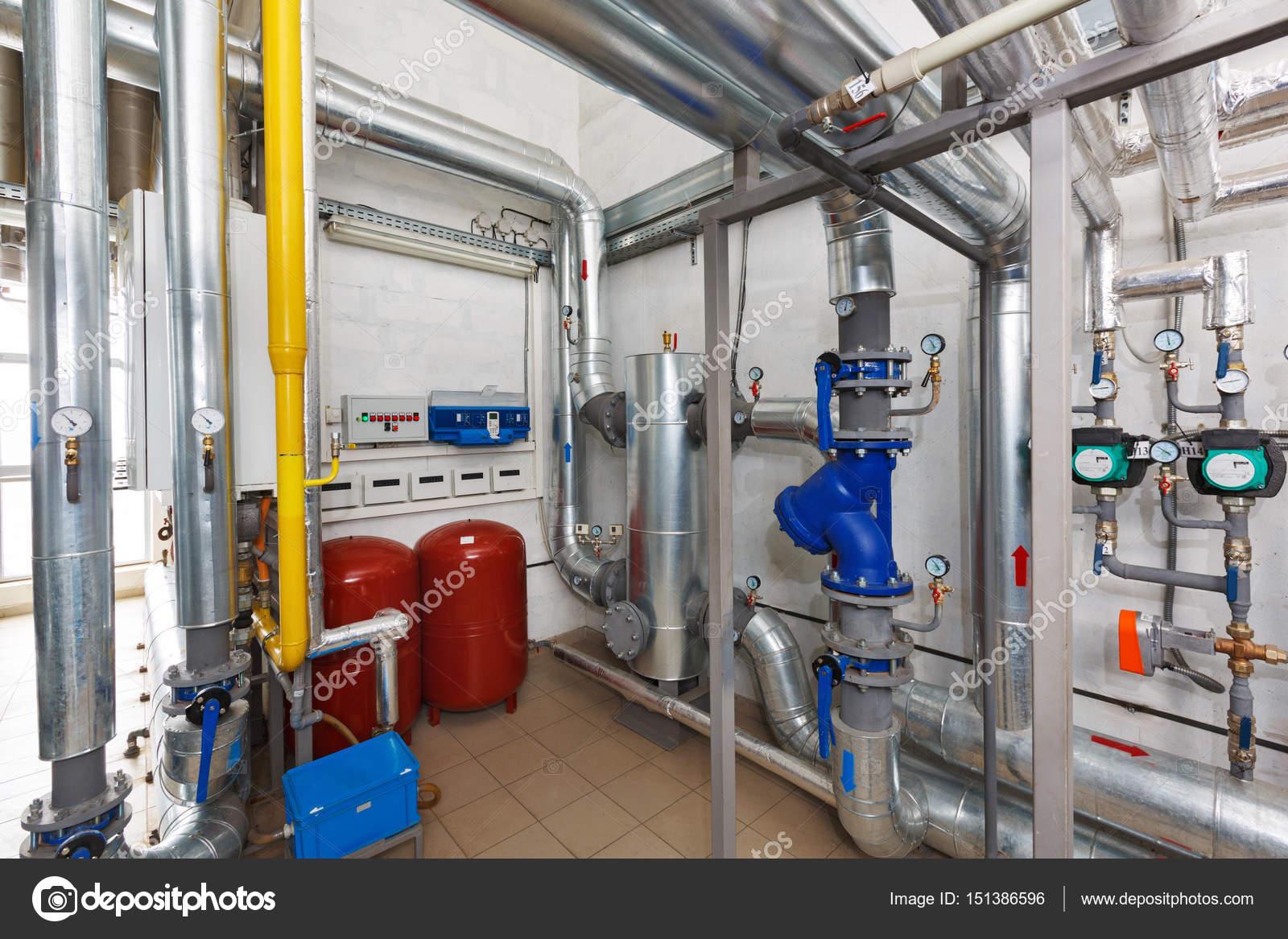 Apparate und Elektronik ein industrielles Gas-Kesselanlage mit ...
