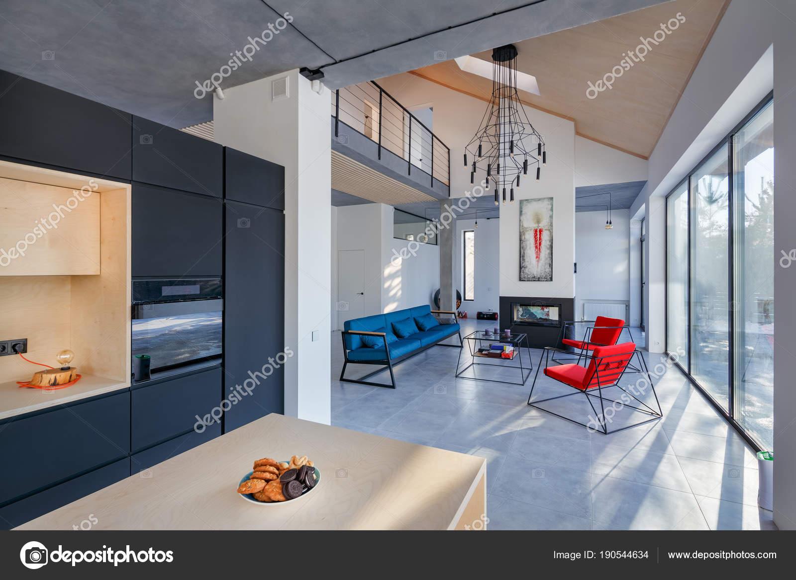 Interieur aus Wohnzimmer mit Küche; Kamin und schöne — Stockfoto ...