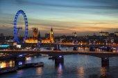 schöne Landschaft Bild der Skyline von London bei Nacht suchen