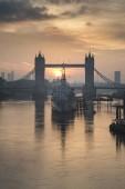 Krásné podzimní krajina sunrise Tower Bridge a řeky Tha
