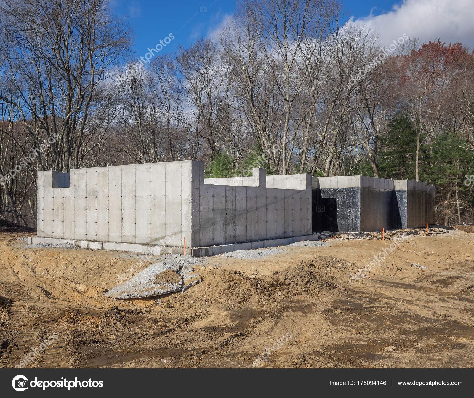 Wonderful Neues Haus Aus Beton Fundament Auf Einem Grundstück Die Vororte U2014 Stockfoto