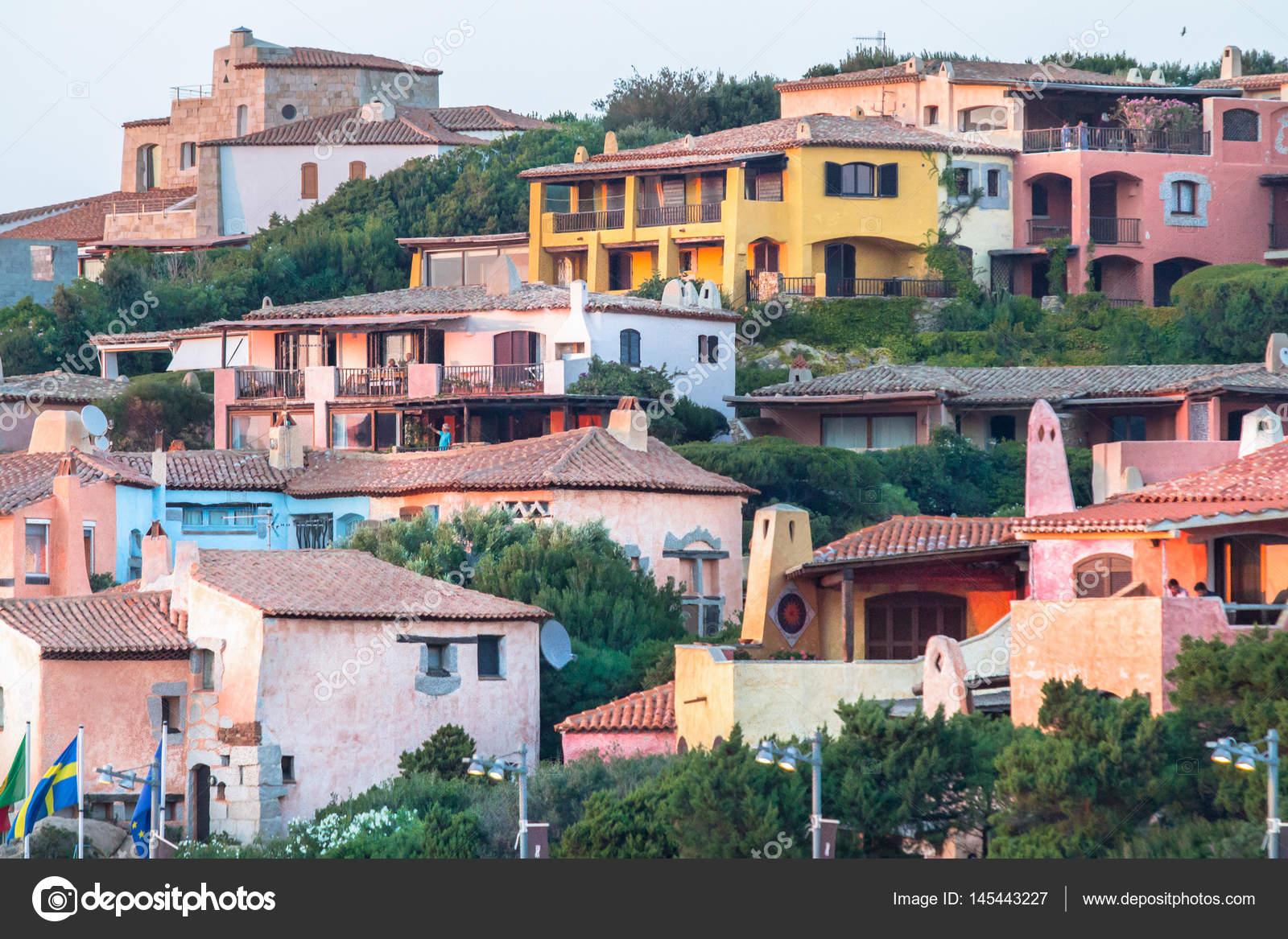 Huizen In Italie : Traditionele kleurrijke italiaanse huizen sardinië italië
