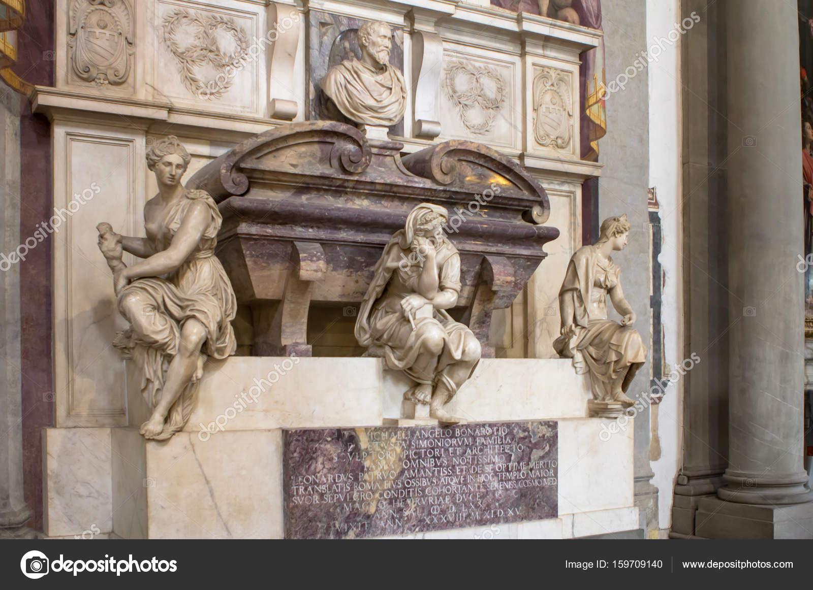 イタリアの彫刻家、画家、建築家、詩人の墓 — ストック写真 © CAHKT ...
