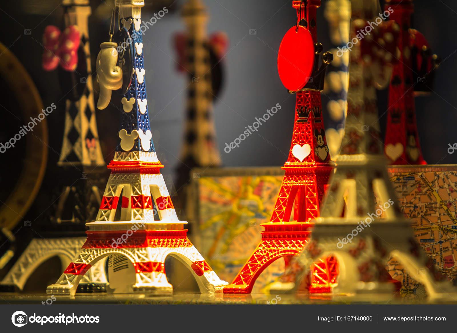 O souvenir típico de Paris — Stock Photo © CAHKT  167140000 fede72b0c1f