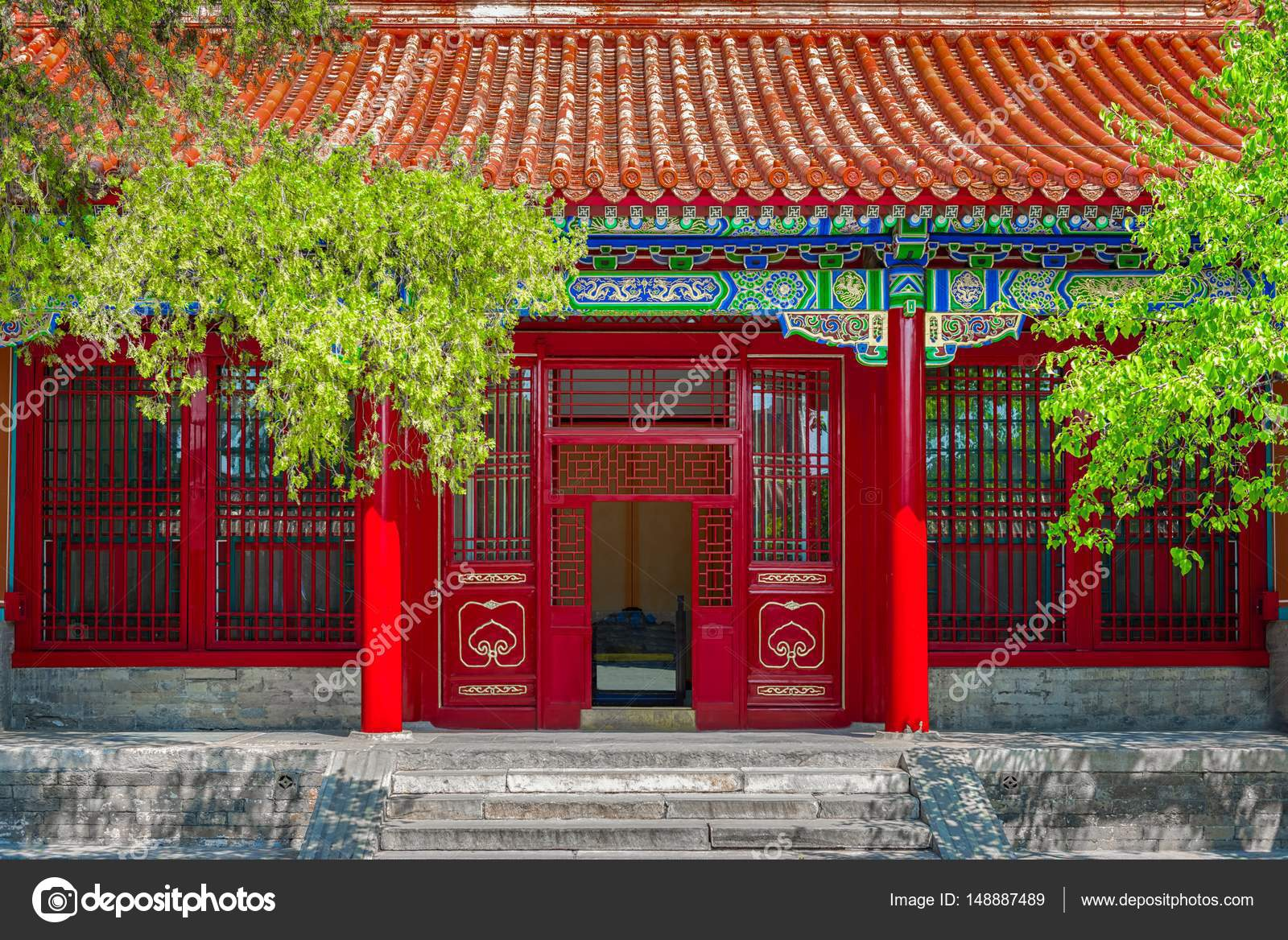 Gateway with red Chinese doors \u2014 Stock Photo & Gateway with red Chinese doors \u2014 Stock Photo © svedoliver #148887489