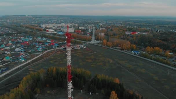 Televizní věž na pozadí města Blagoveshchensk horní pohled