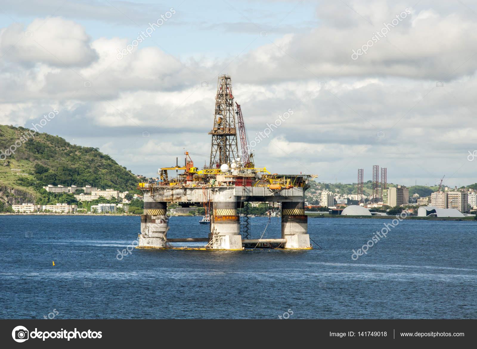 Brasil - Oil Rig na Baía de Guanabara - Rio de Janeiro — Stock Photo