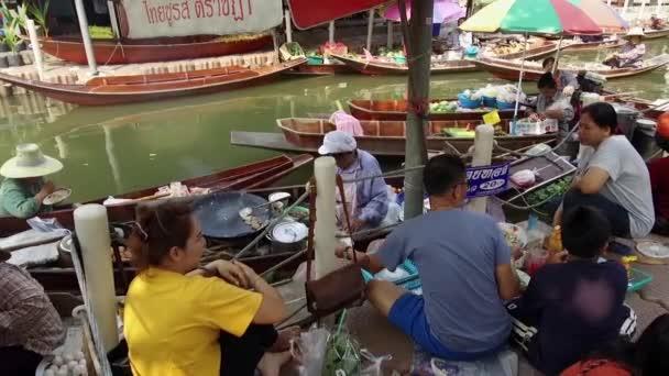 damnoen saduak schwimmender Markt ist ein schwimmender Markt im Distrikt damnoen saduak, Provinz Ratchaburi, etwa 100 Kilometer südwestlich von Bangkok, Thailand. 19. Januar 2020