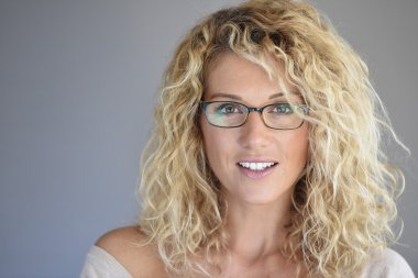 woman with eyeglasses on posing