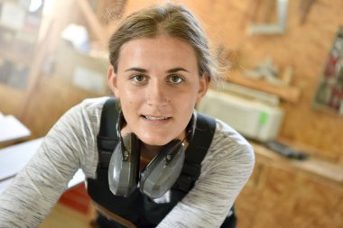 female carpentry apprentice