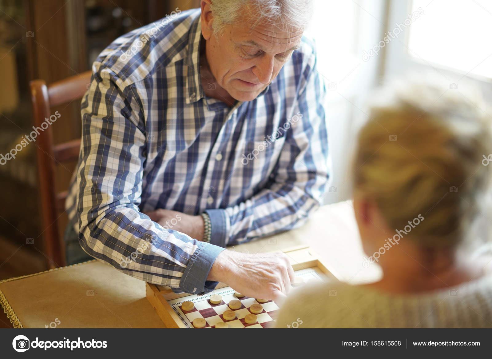 Spiel Älteres Paar