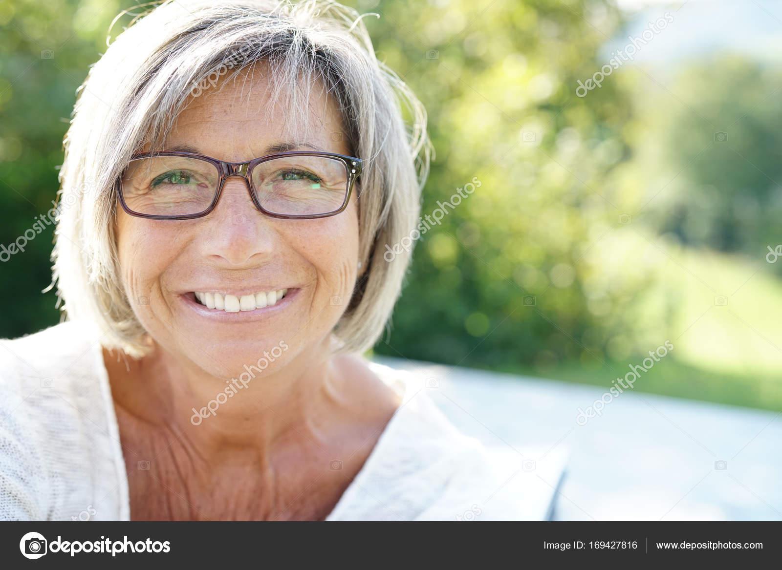 Фото сперми на зрелых женщинах, Нежные зрелые тетки обожают сперму на письке 23 фотография