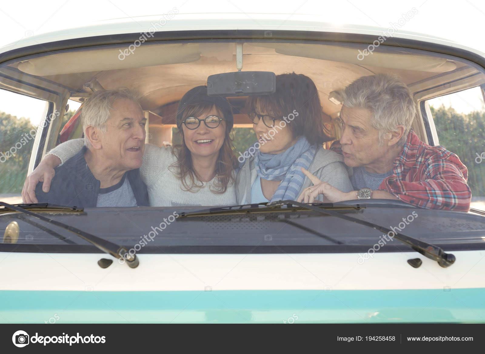 Portrait Senior People Vintage Camper Van Windshield — Stock
