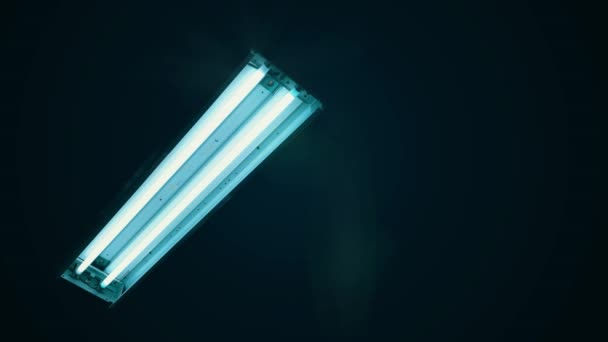 Fluorescent neon light tubes flicker