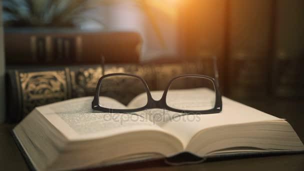 Staré knihy o ploše - filmový styl