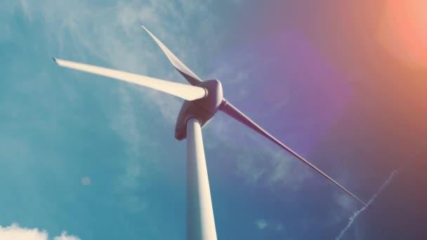 Turbina di vento e campo agricolo