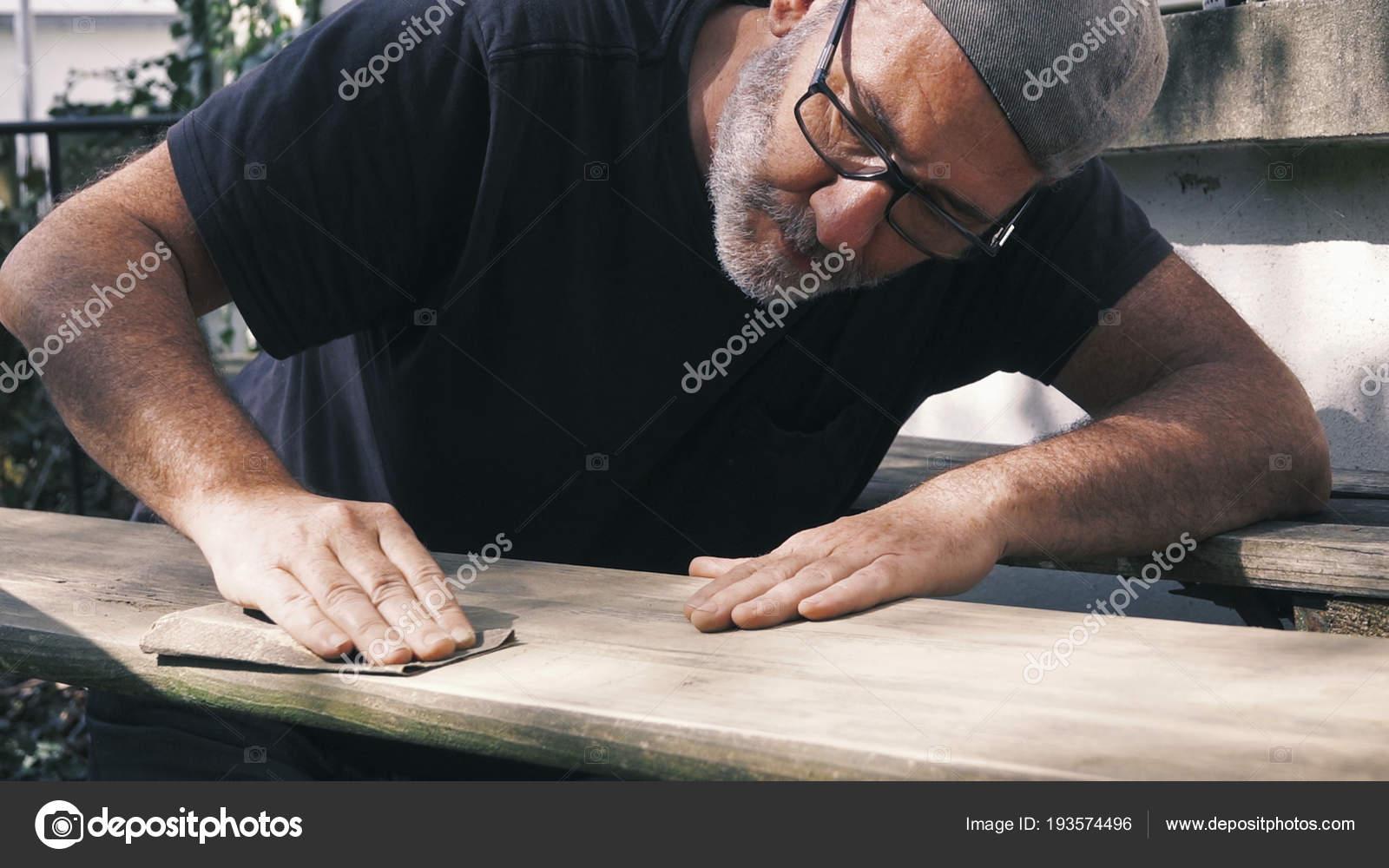 Schleifen Von Holz Im Aussenbereich Schleifen Mobel Mann