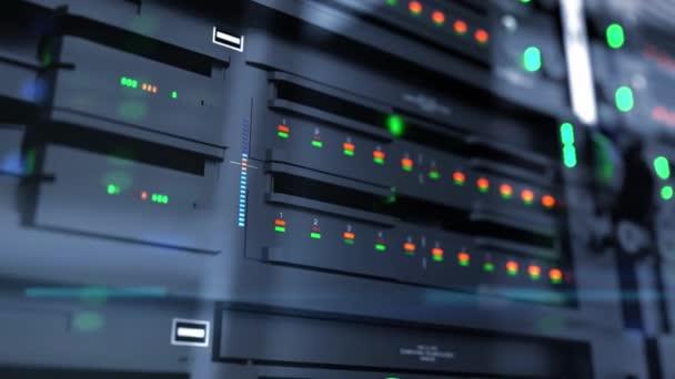 Langsame Kamerafahrt von Servereinheiten im Cloud-Service-Rechenzentrum, die flackernde Lichtindikatoren für massive Datenverbindungsbandbreite zeigt, Nahaufnahme.