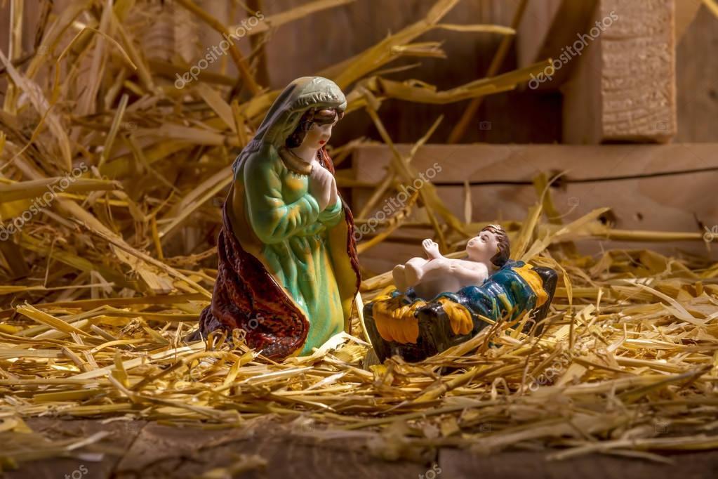 Weihnachten Krippe Bilder.Weihnachten Krippe Mit Figuren Stockfoto Manae 130475646