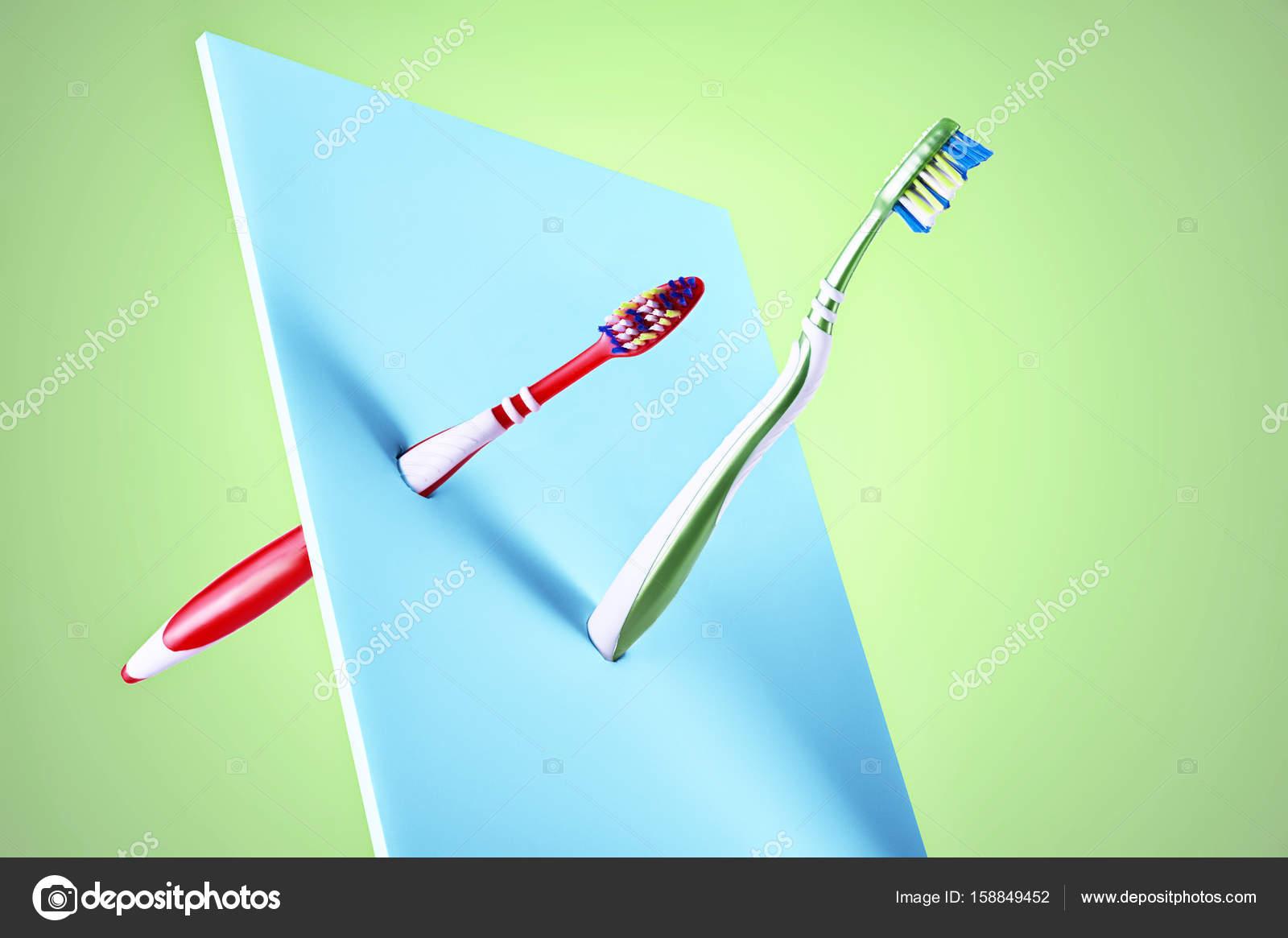 Visualizzazione di arte di plastica nuove due spazzolini da denti