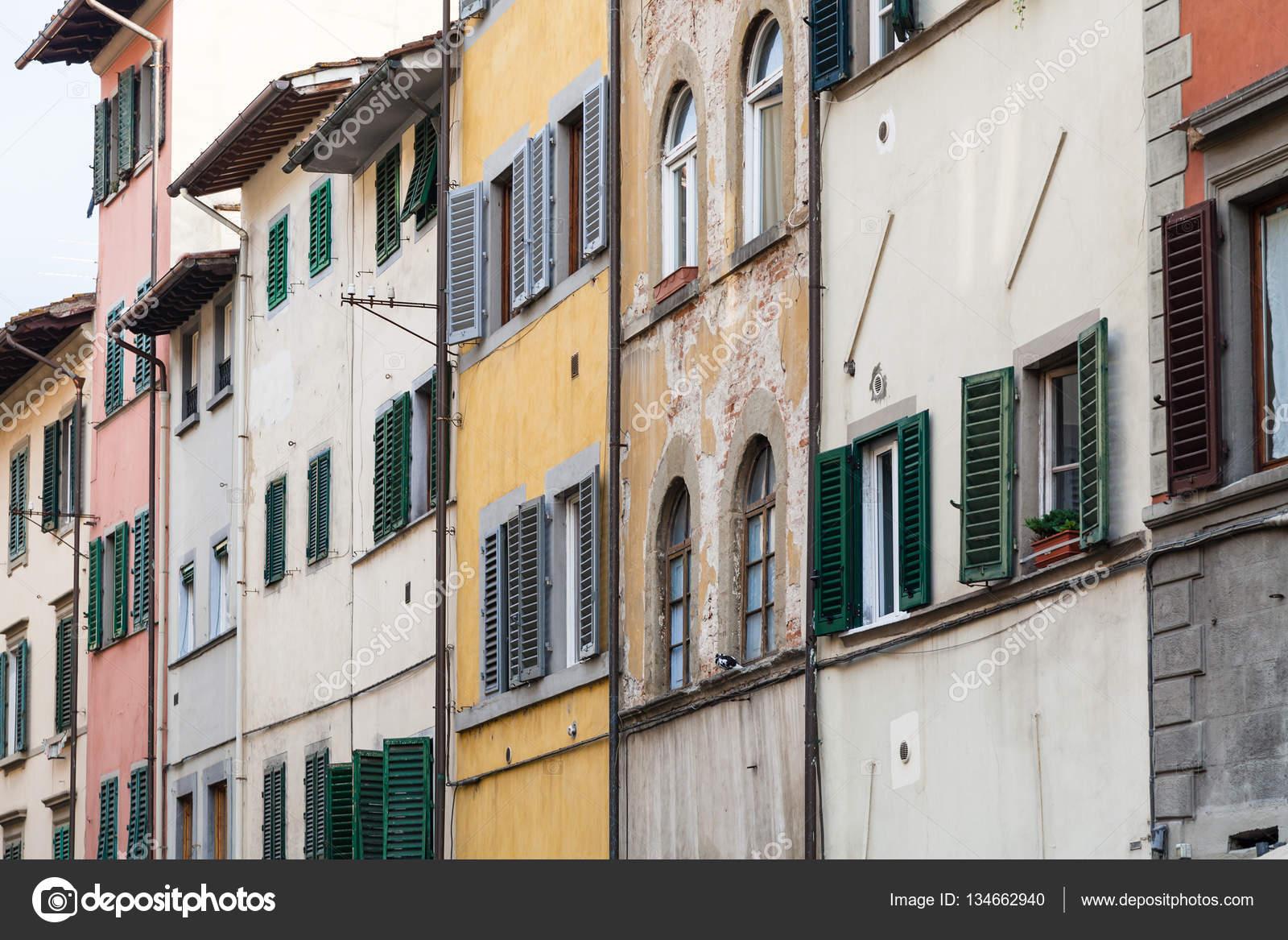 Fachadas De Casas Antiguas Shabby En Florencia Foto De Stock - Fachadas-antiguas-de-casas
