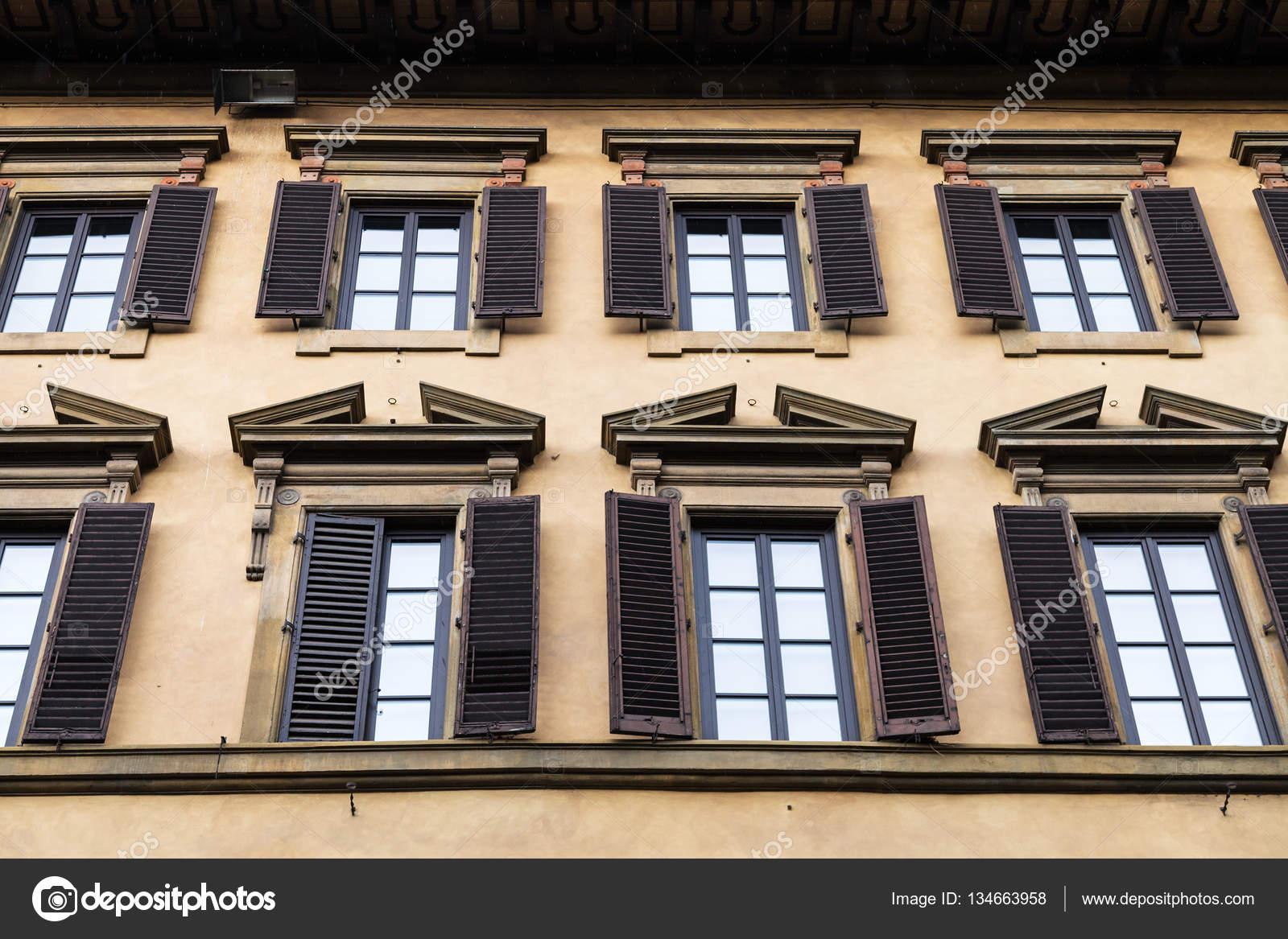 Bezaubernd Fassade Haus Beste Wahl Windows Auf Alter In Florenz — Stockfoto