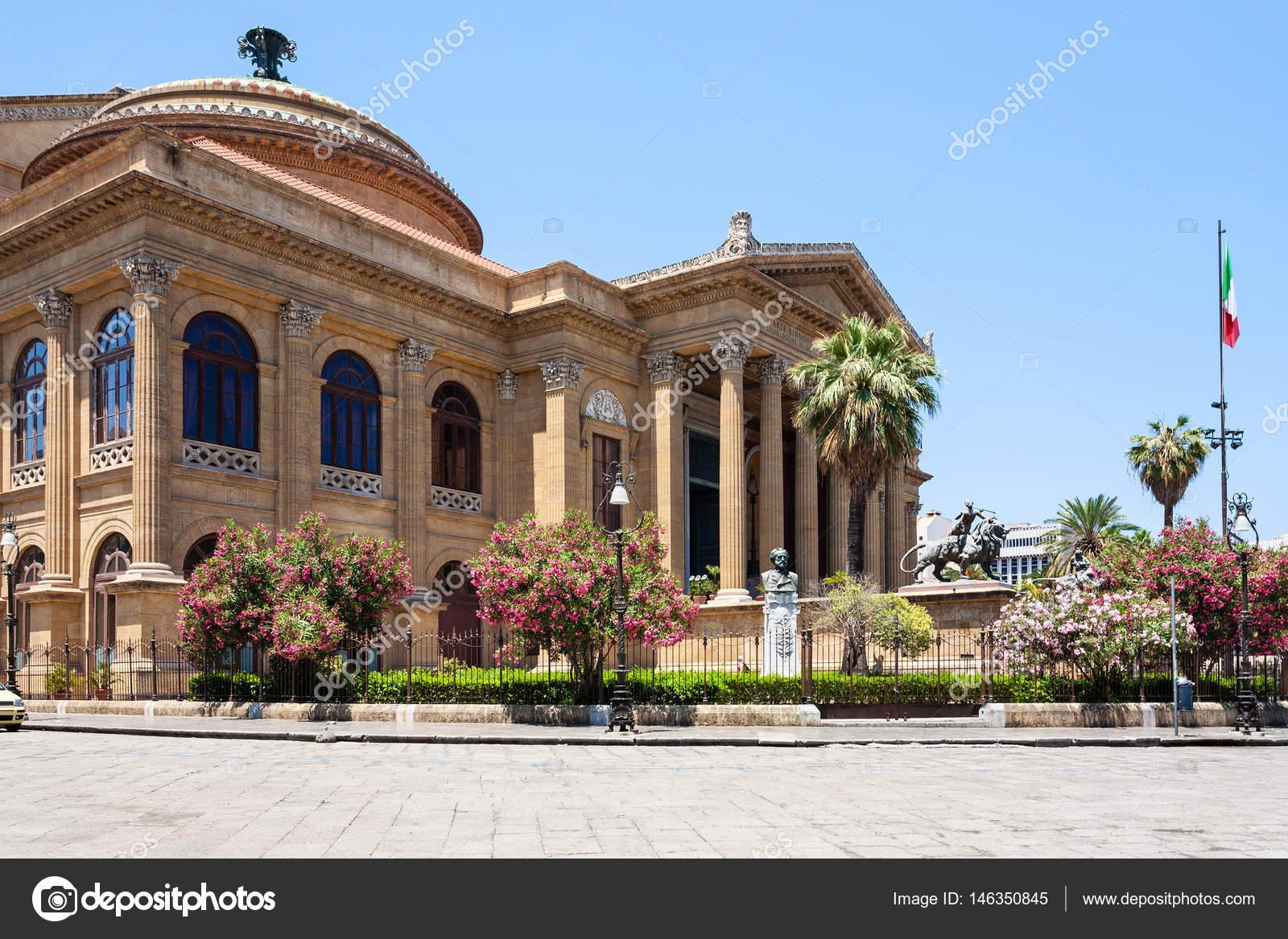 Teatro Massimo Vittorio Emanuele in Palermo — Stock Photo © vvoennyy ...