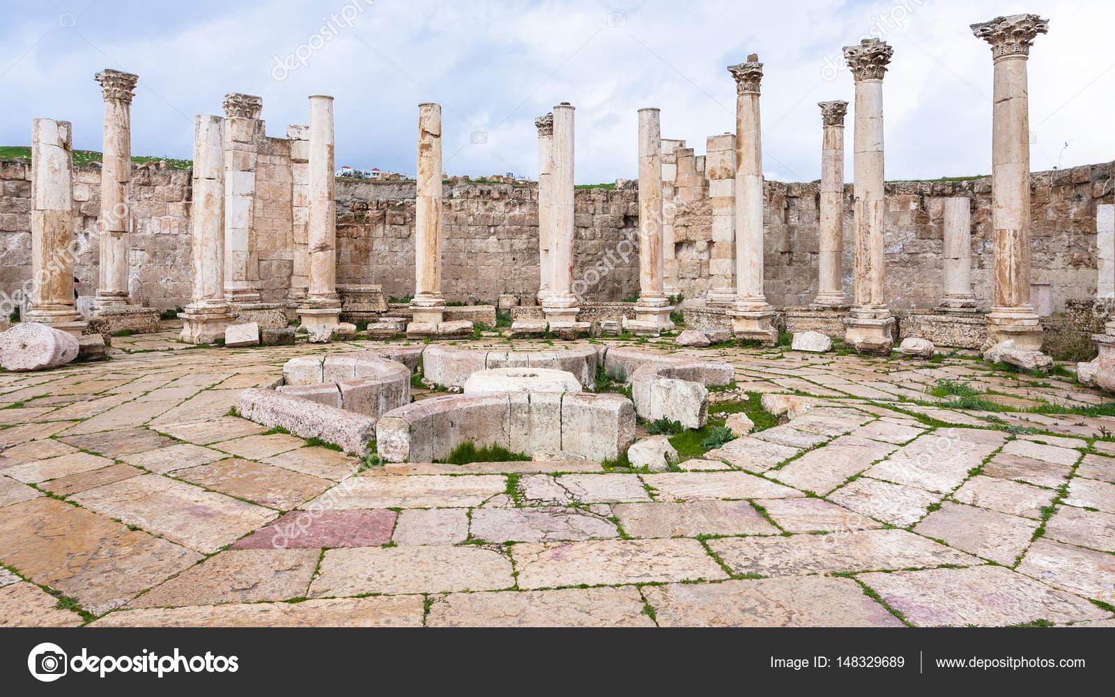 ジェラシュの町でアゴラ古代の市...