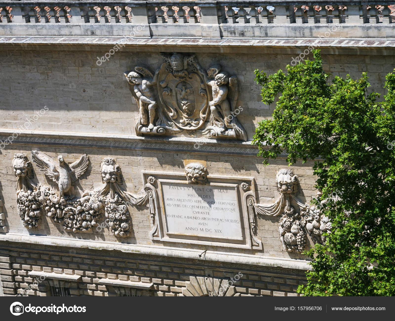 Decoratie van middeleeuwse pauselijk paleis in avignon u2014 stockfoto
