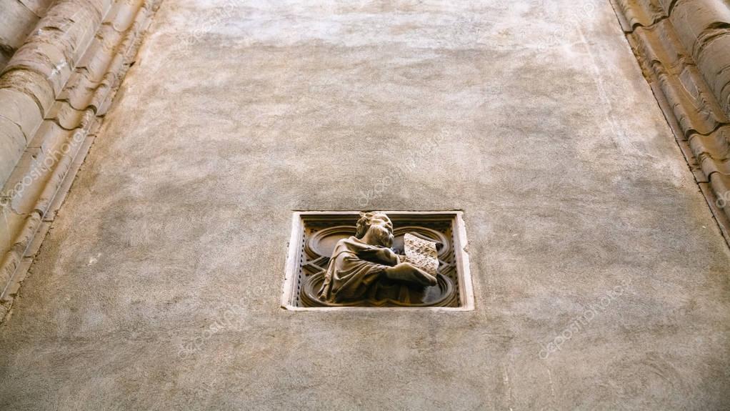 Buiten decoratie van de muur van de orsanmichele kerk u stockfoto