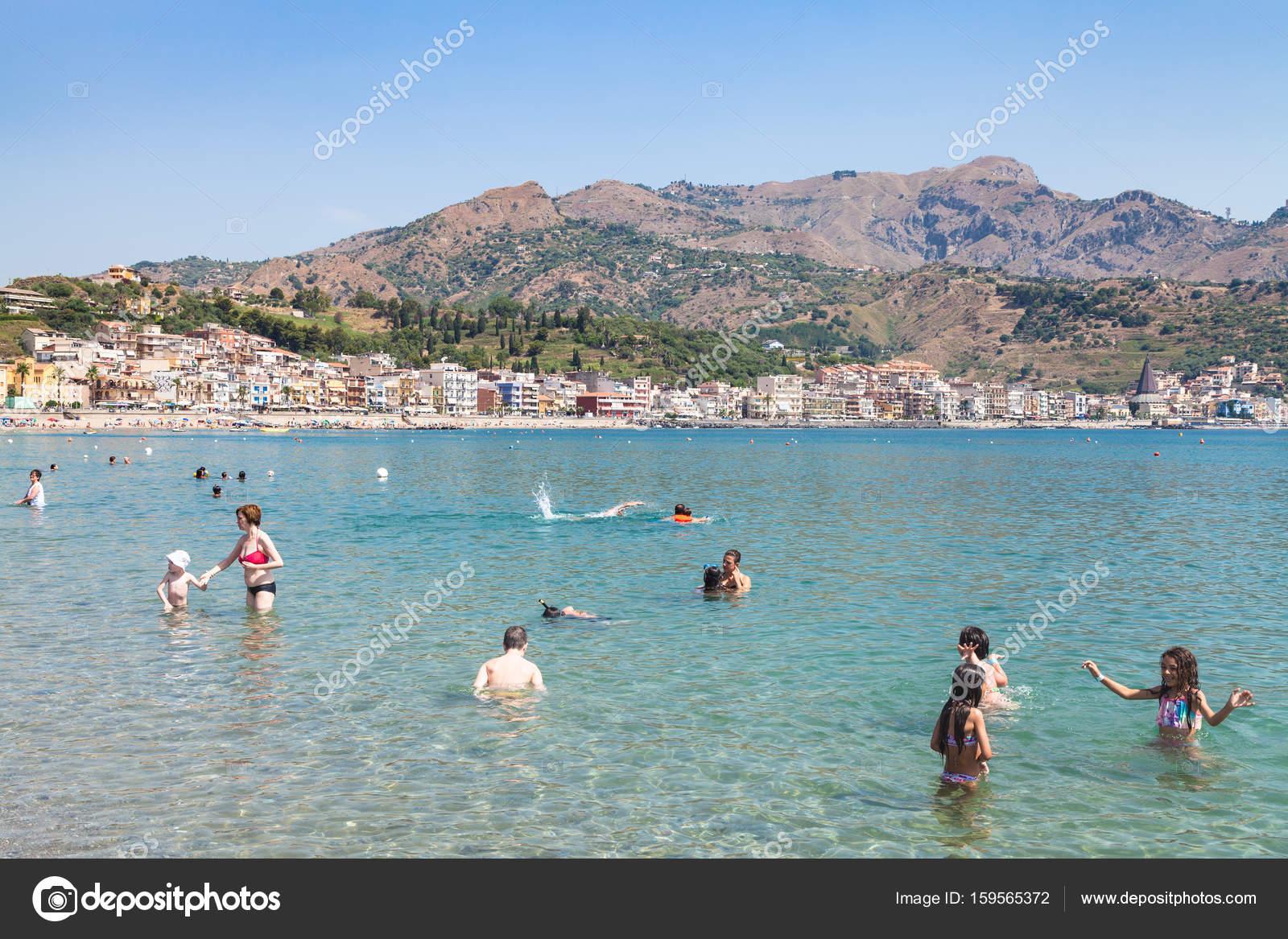 Spiaggia di giardini naxos distretto di messina sicilia foto