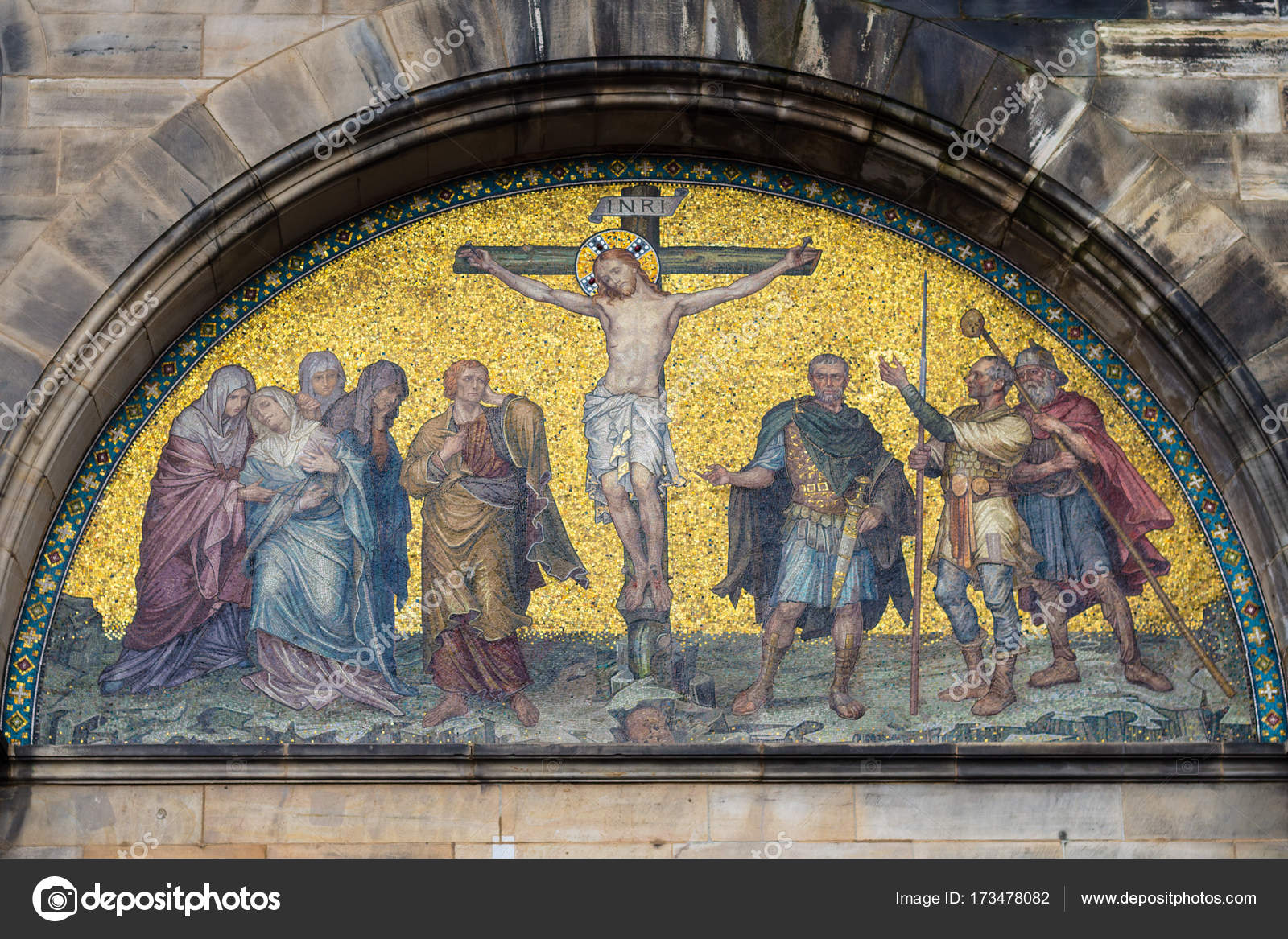 outdoor wall decor of Bremen Cathedral — Stock Photo © vvoennyy ...