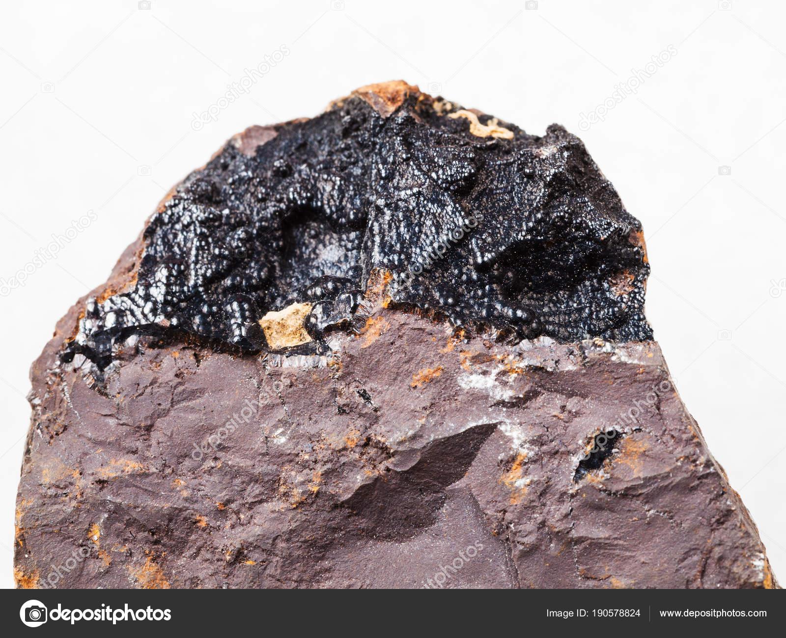 ゲーサイト鉱石褐鉄鉱石の上は白...