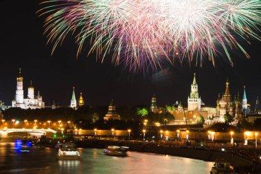 Geceleri Fireworks'de Kremlin şehri