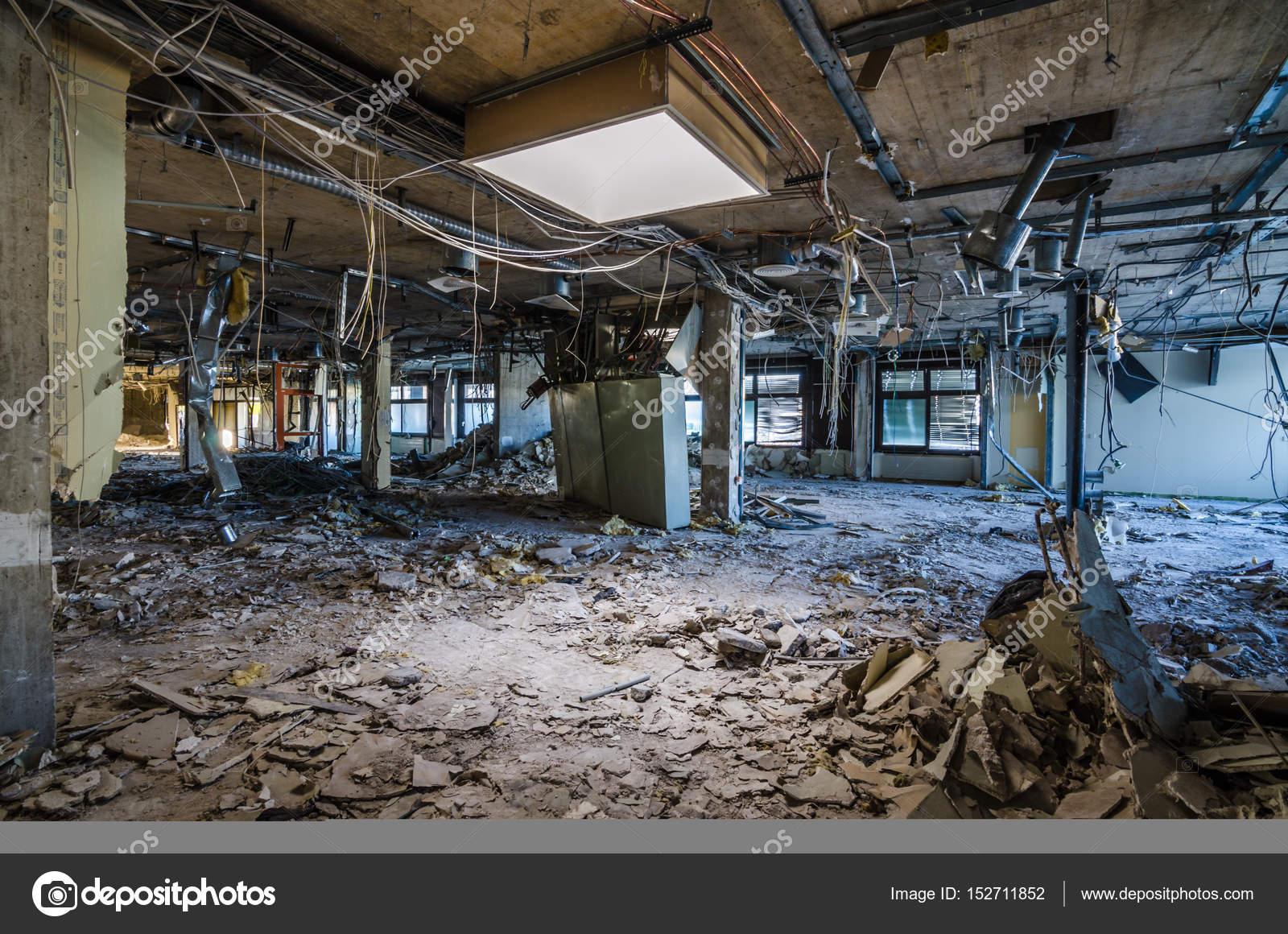 Fußboden Im Krankenhaus ~ Fußboden in verlassenen krankenhaus u2014 stockfoto © thomaseder #152711852