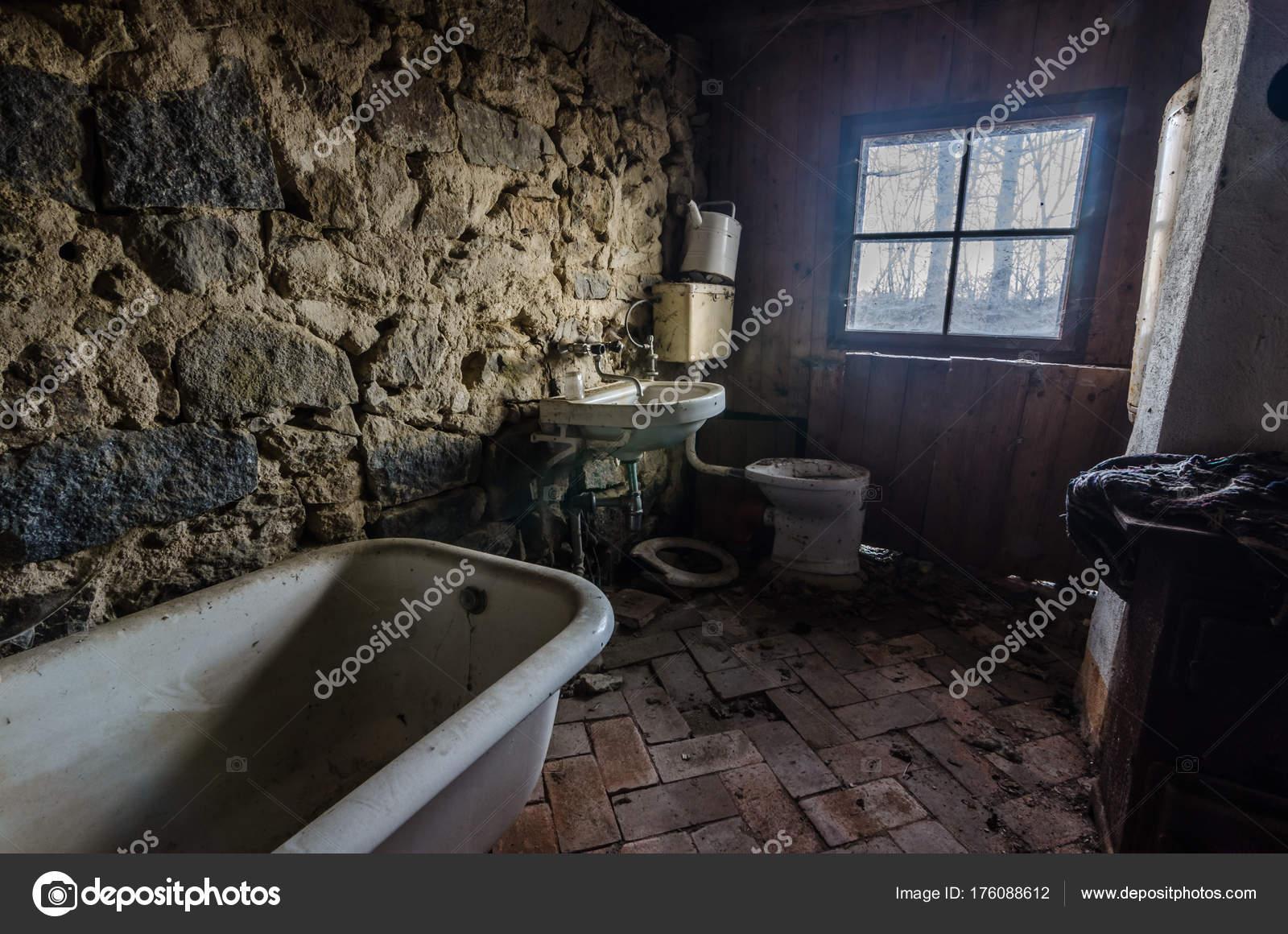 Salle de bains de Pierre — Photographie thomaseder © #176088612