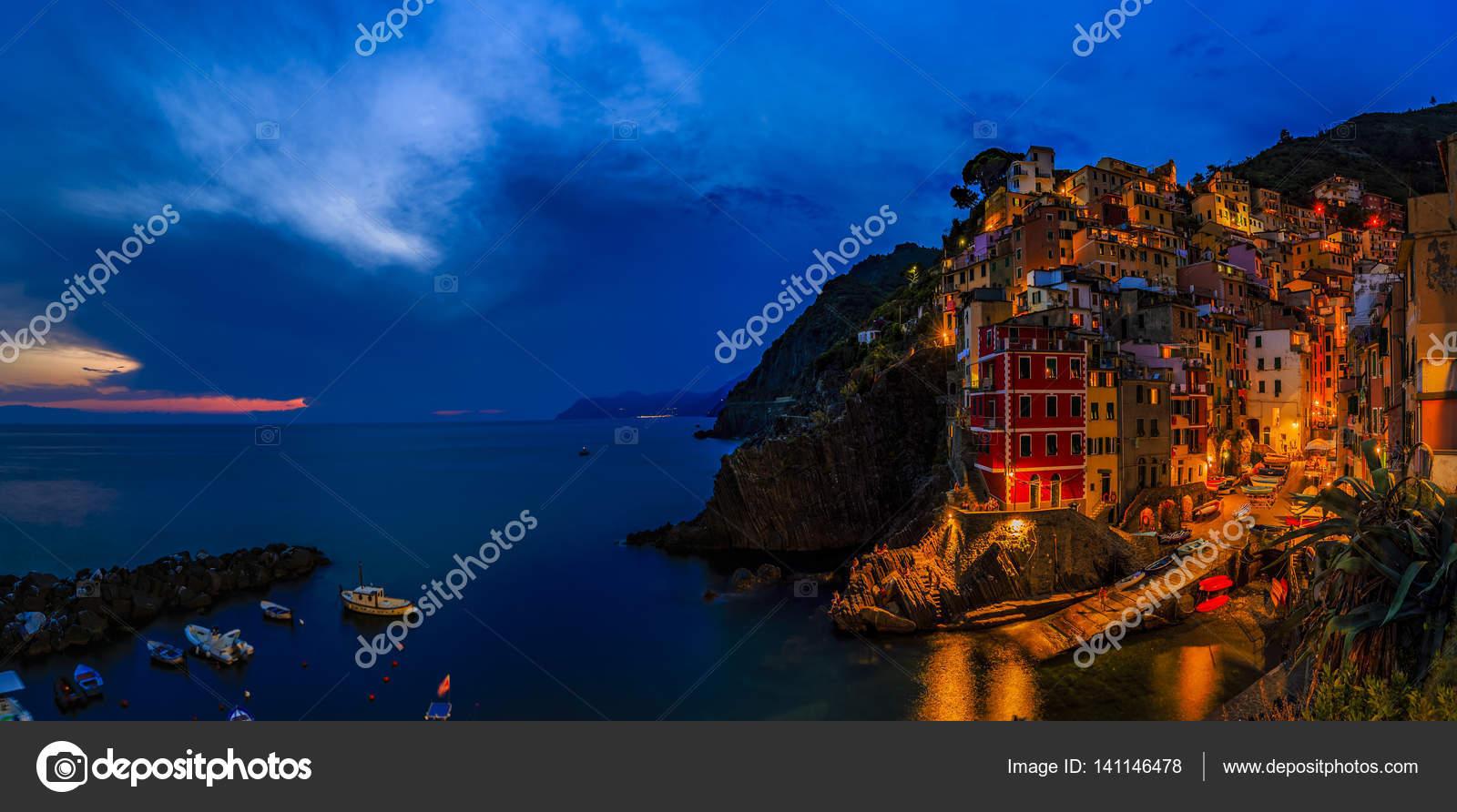 casas sobre mar mediterrneo popa u imagen de stock