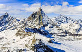Photo Panorama scenic view on snowy Matterhorn peak in sunny day with