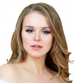 Photo Beauty portrait of blonde woman with wavy hair.