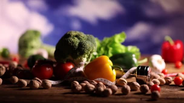 Egészséges étel, fitness koncepció. Dolly lövés.