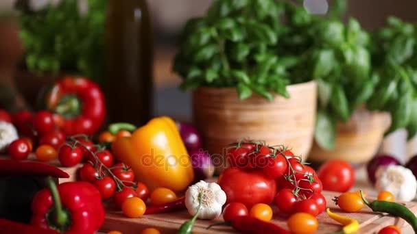 Bio zöldségek, egészséges élelmiszerek fogalmát. Dolly lövés.