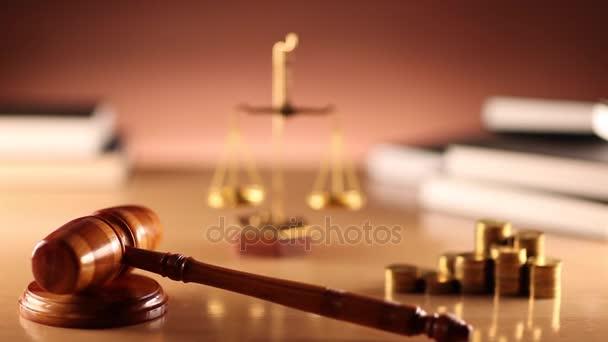 Právo a spravedlnost téma. Zákon symboly - dolly shot.