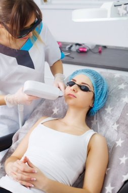 The doctor-cosmetologist makes the procedure Microcurrent therap