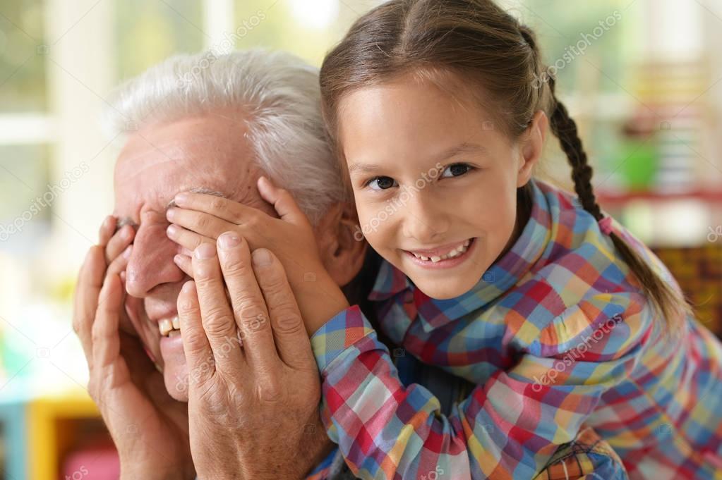 Папик Трахает Свою Внучку