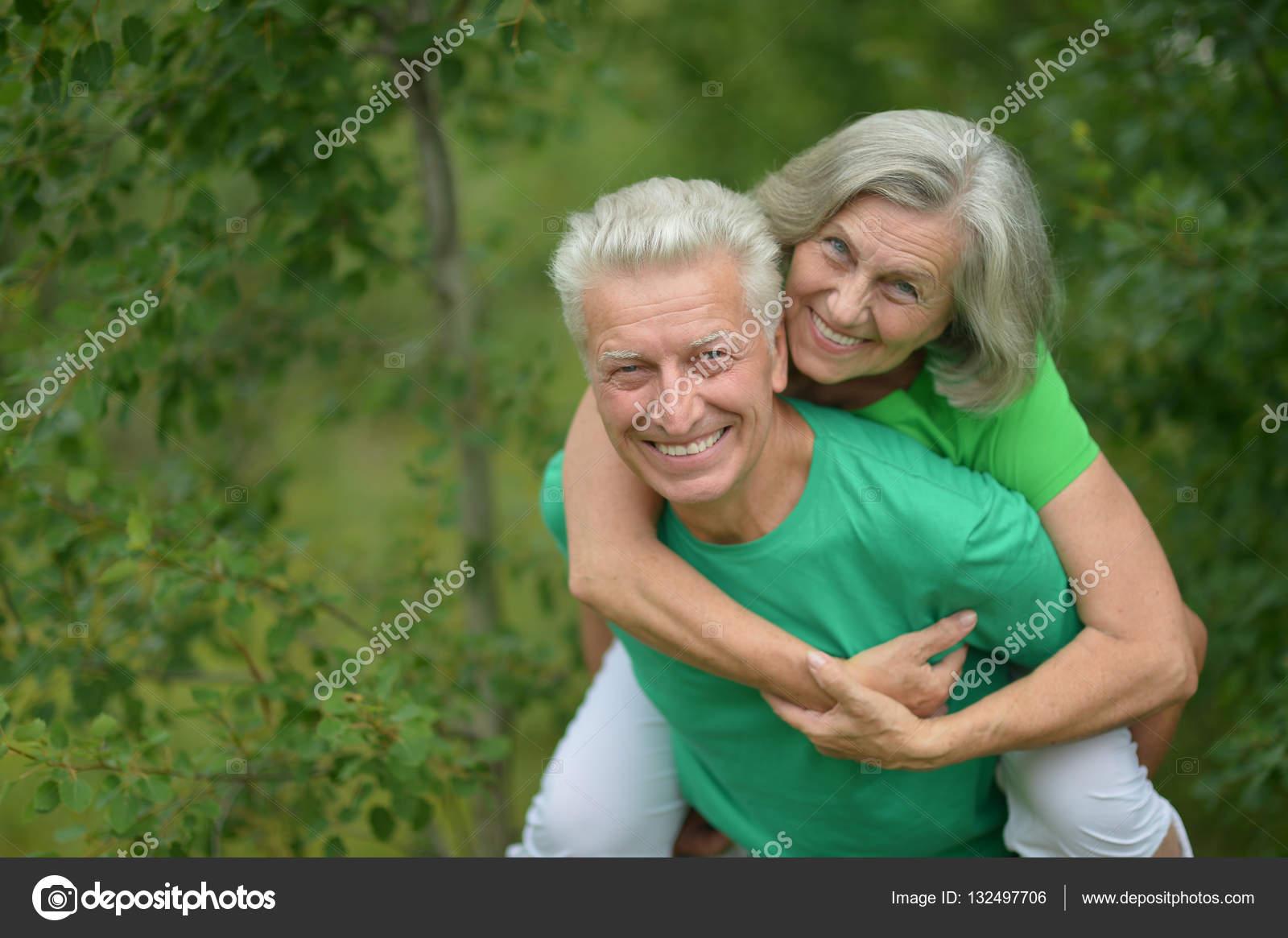 Зрелой русской пары, фото стоячий груди